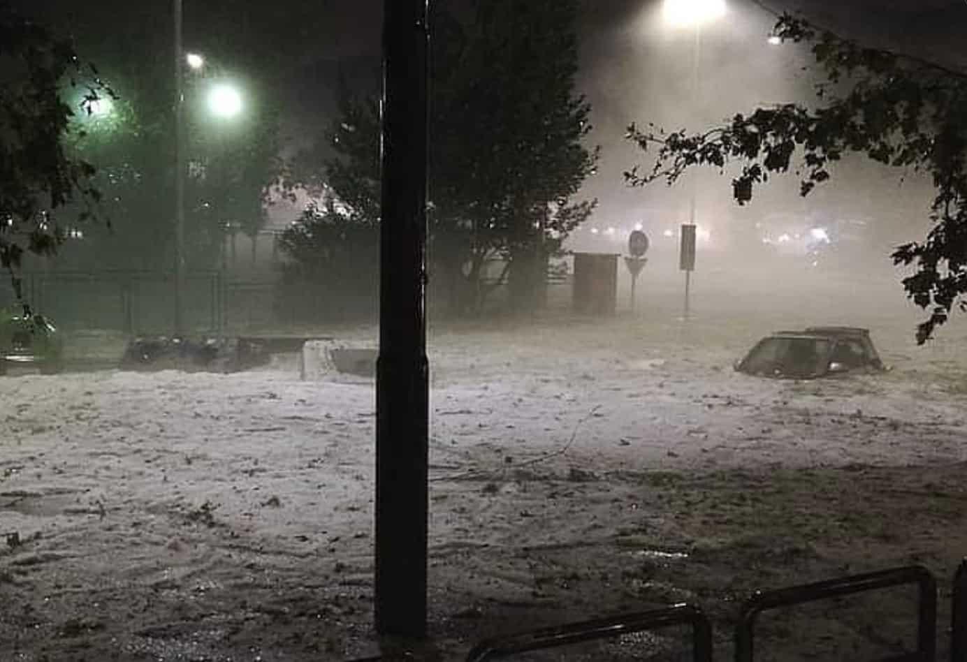 Rome : Après d'importantes chutes de grêle, une mini banquise se forme