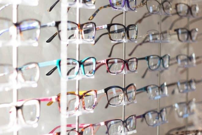 Des lunettes de vue. Image d'illustration.