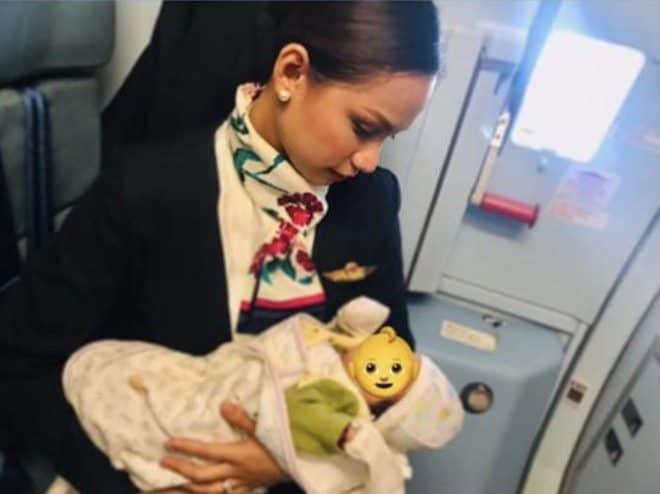 Patrisha Organo, l'hôtesse de l'air qui allaite le bébé d'une passagère en plein vol.