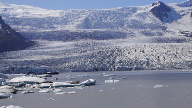 Illustration. Un glacier au Groenland.