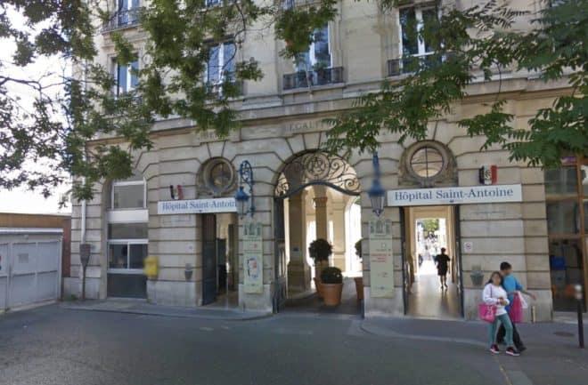 Façade de l'Hôpital Saint-Antoine, à Paris.