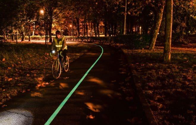 Piste cyclable luminescente.
