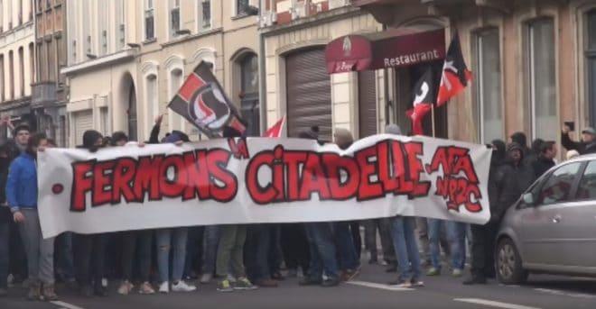 Une manifestation appelant à la fermeture du bar La Citadelle, le 19 novembre 2016 à Lille. Image d'illustration.