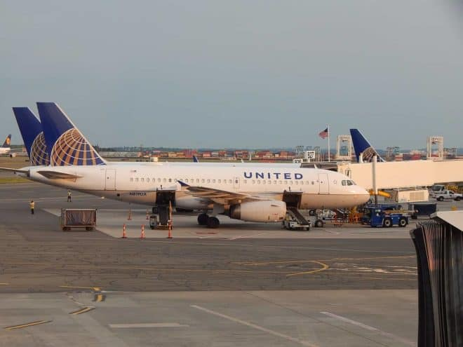 Un appareil United Airlines au sol.