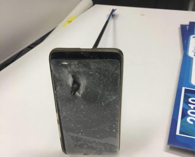La flèche qui a transpercé le téléphone d'un Australien (mas 2019).