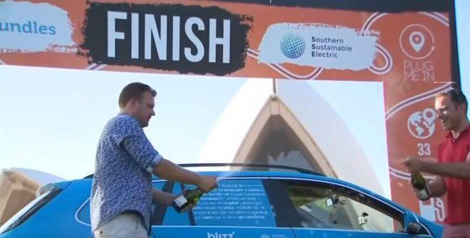 Wiebe Wakker venant de réaliser le plus long trajet en voiture électrique.