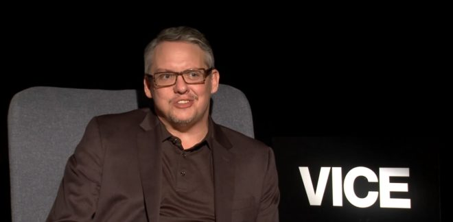Adam McKay en interview pour le film Vice en 2018.