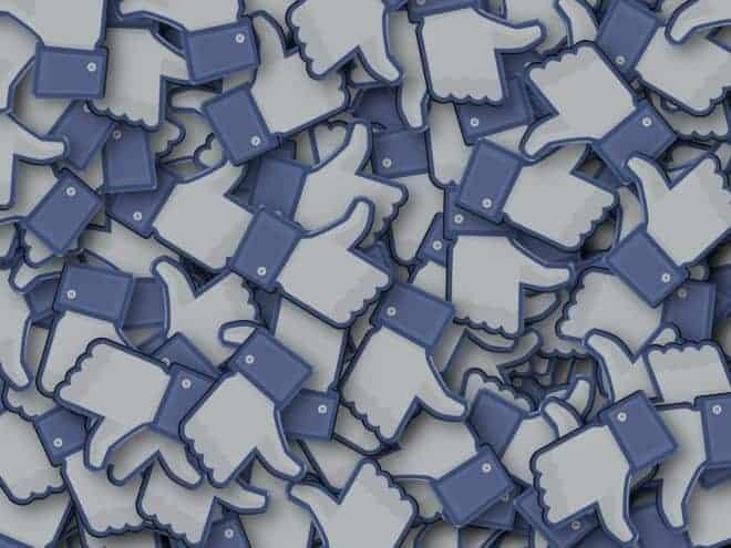 "Illustration. Des ""likes"" Facebook"