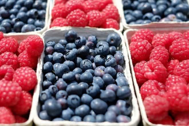 Des fruits sur un marché. Image d'illustration.