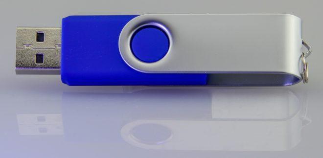 Une clé USB.