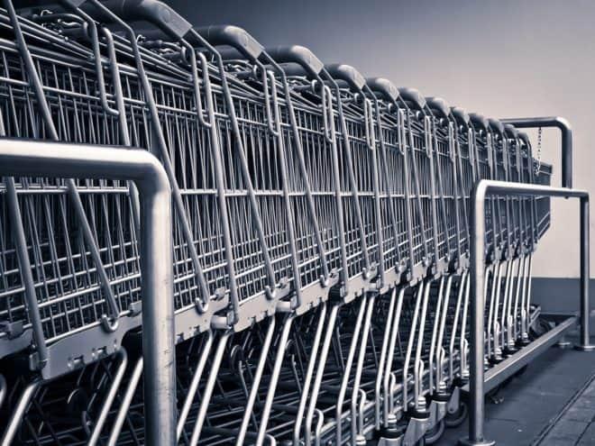 Des chariots pour faire les courses. Image d'illustration.