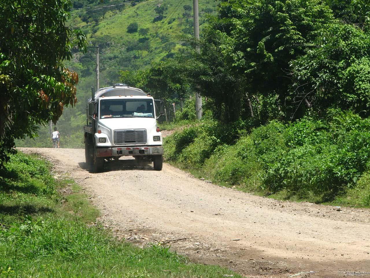 Philippines : de retour de fiançailles, un camion tombe dans un ravin, tuant la fiancée