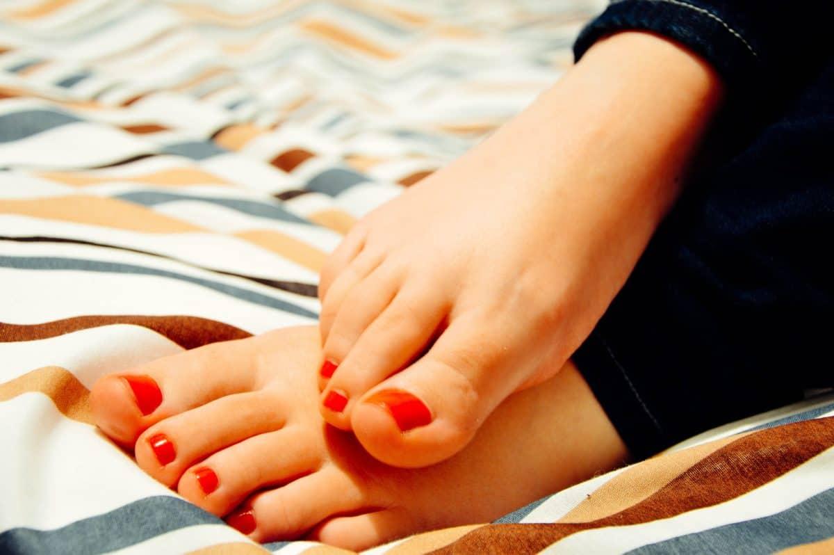 Une femme victime d'orgasmes spontanés involontaires à cause de son pied