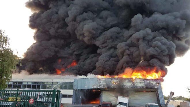 Un incendie détruit un entrepôt de véhicule à Longjumeau - image de la Police Nationale 91