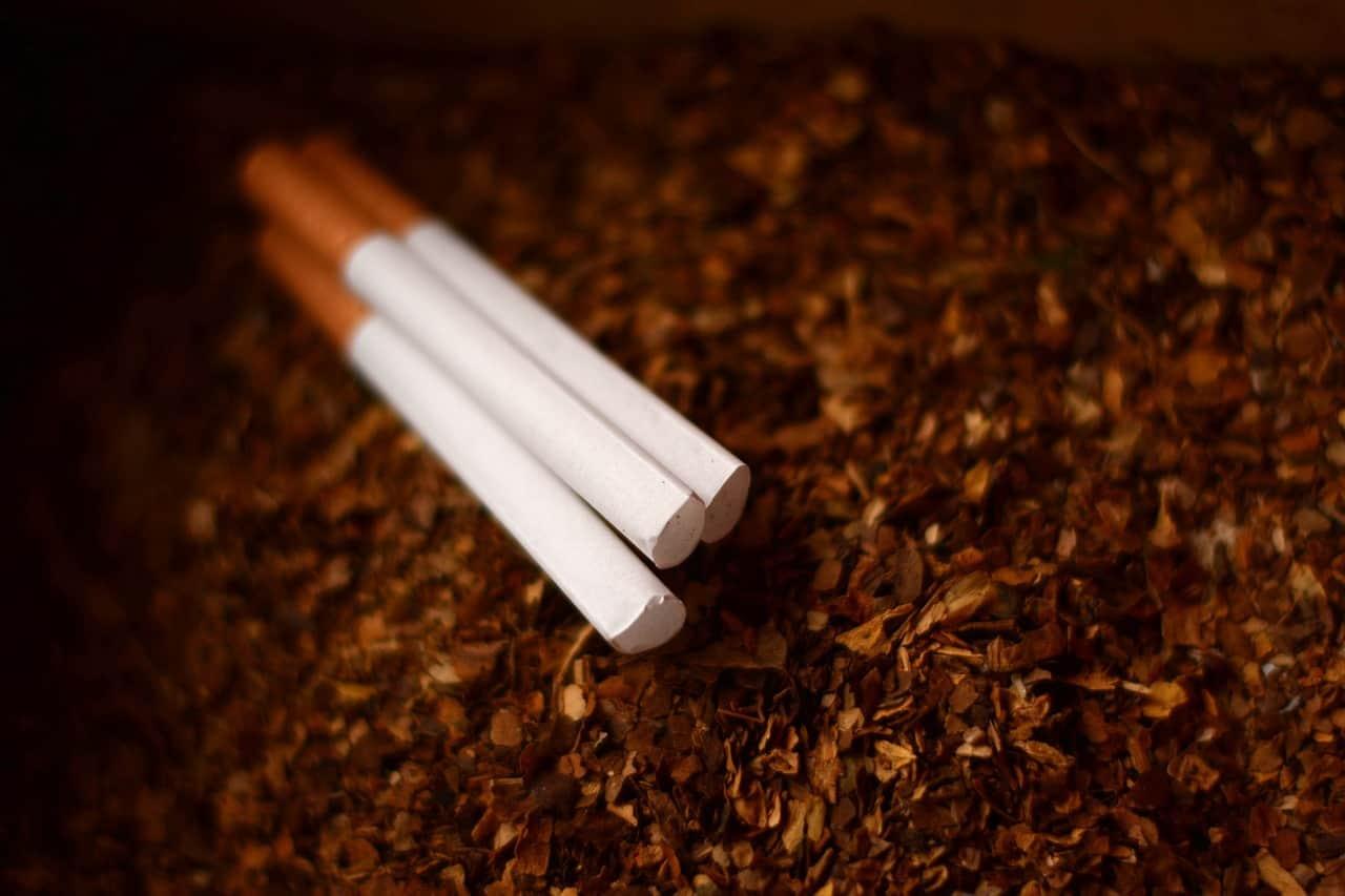 Nord : il prétendait transporter du chocolat, 5 tonnes de cigarettes trouvées sous des chips
