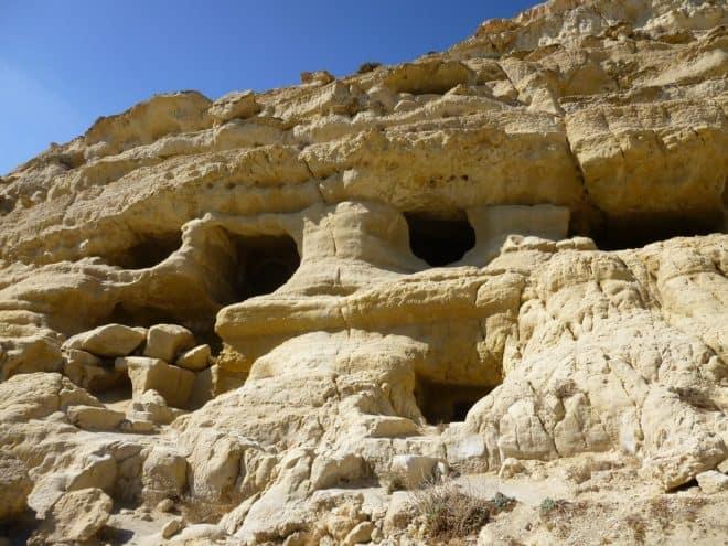 Des grottes en Crète. Image d'illustration.