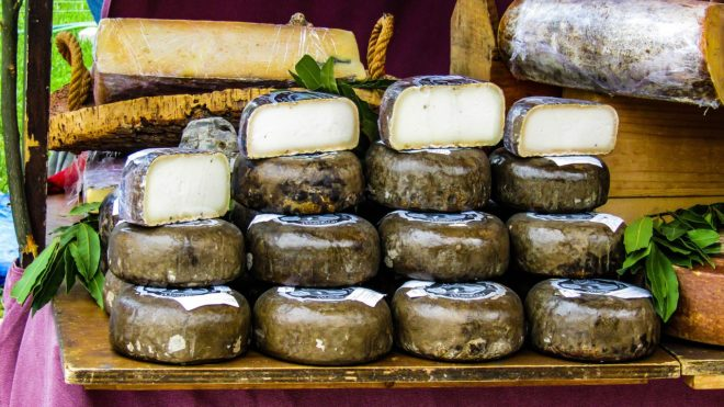 Du fromage de brebis. Image d'illustration.