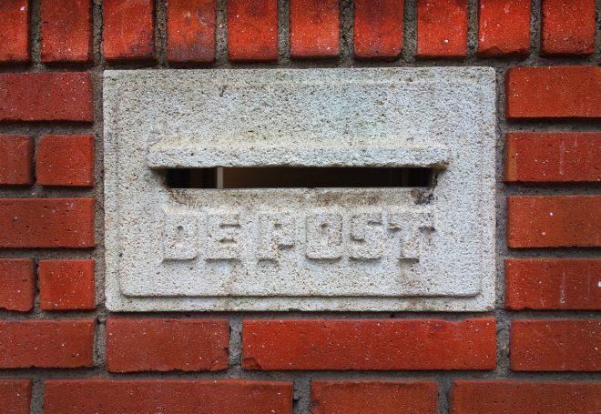 Une boîte aux lettres néerlandaise. Image d'illustration.