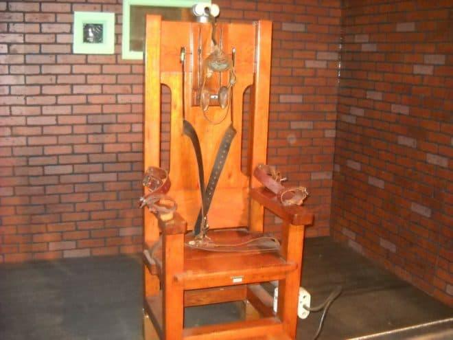 La chaise électrique attendant des condamnés à mort. Image d'illustration.