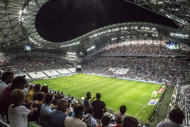 Illustration. Soir de match au Stade Vélodrome de Marseille.
