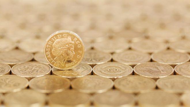 Des pièces de monnaie britanniques. Image d'illustration.