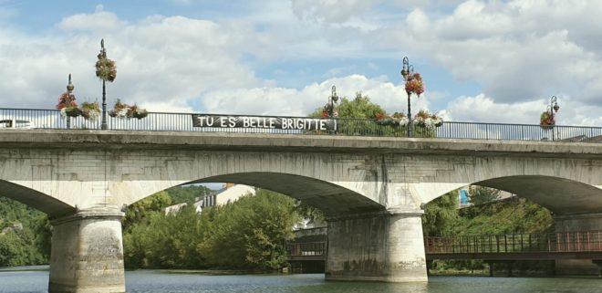 LA banderole apparue sur un pont de Périgueux en septembre 2019.