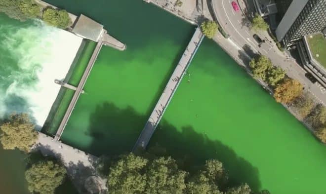 La Limmat teinte en vert à Zurich le 10 septembre 2019.