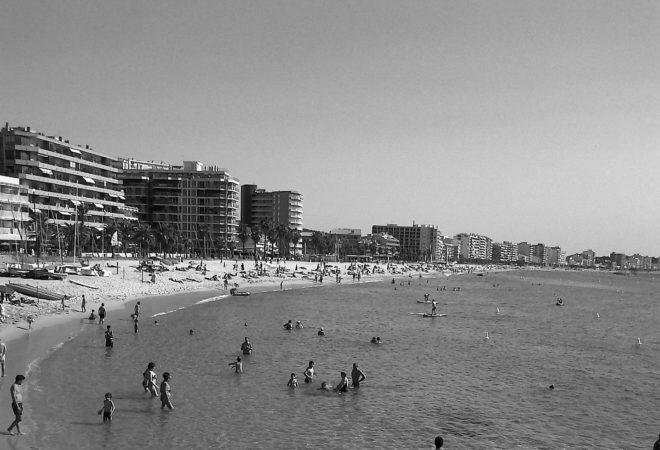 Illustration. Une plage de Platja d'Aro, en Catalogne.