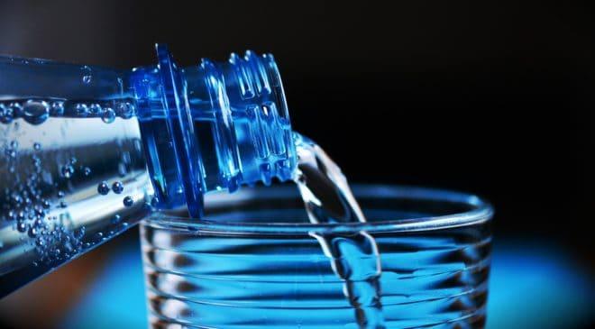 Illustration. Une bouteille d'eau.