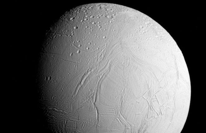 Encelade, lune glacée de Saturne.