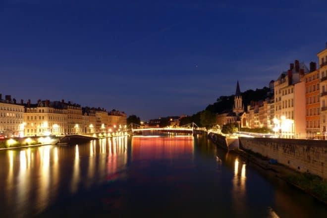 Illustration. Lyon de nuit.