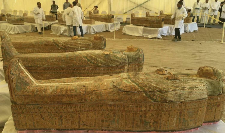 Égypte : trente sarcophages en bois peints découverts près de Louxor
