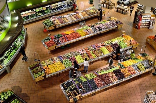 Illustration. Fruits et légumes dans un supermarché.