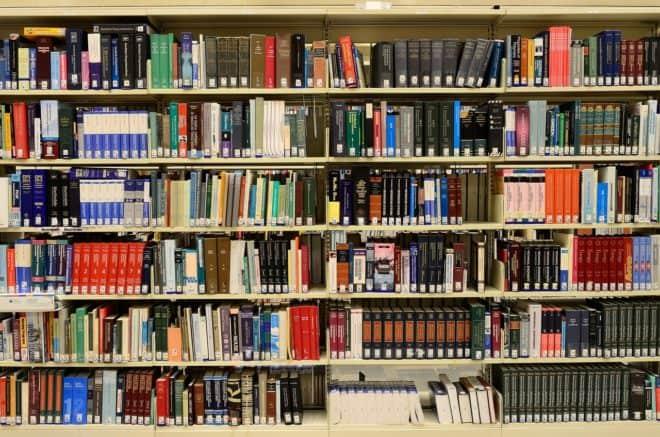 Une bibliothèque. Image d'illustration.