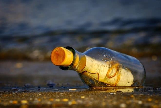 Illustration. Une bouteille à la mer.
