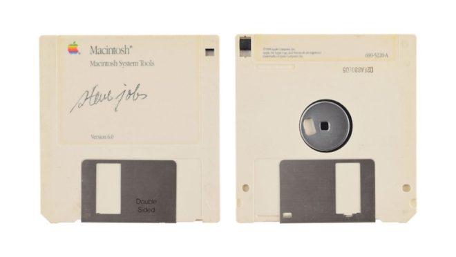La disquette signée Steve Jobs.