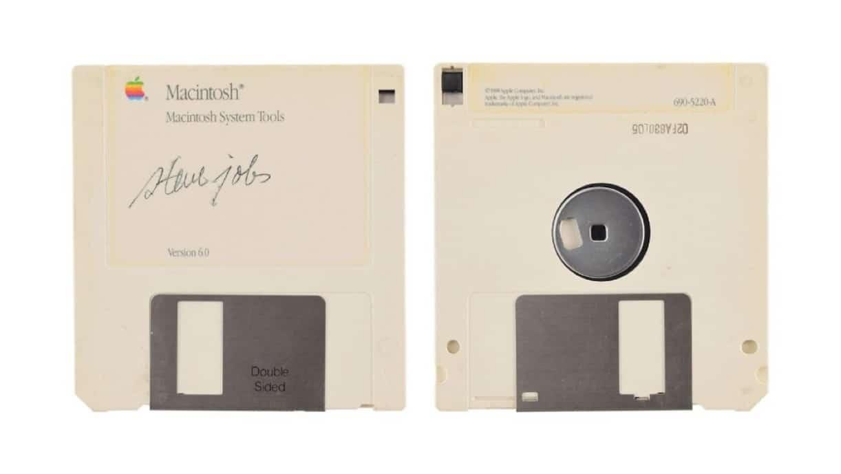 Une disquette signée de la main de Steve Jobs mise à prix 7.500 dollars