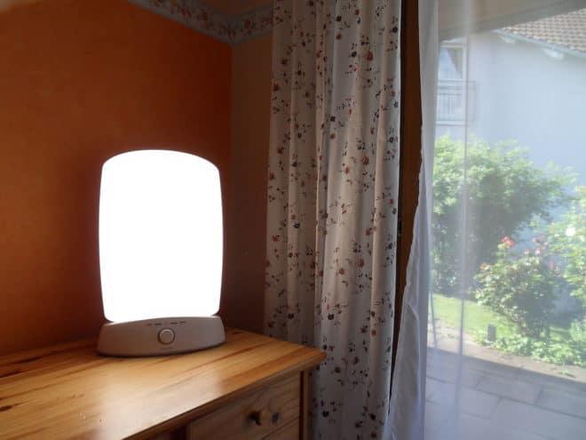 Illustration. Une lampe de luminothérapie.