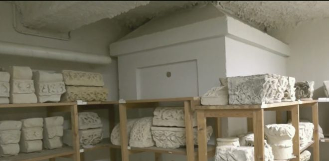 Le tombeau présumé de Michel de Montaigne dans les sous-sols du Musée d'Aquitaine de Bordeaux.