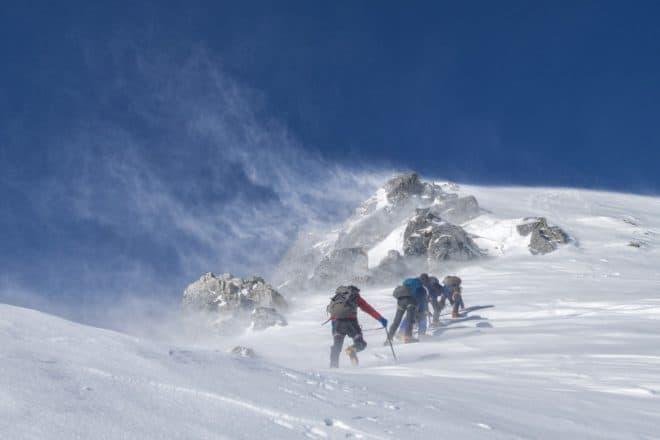 Illustration. Des alpinistes.