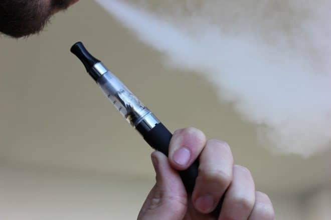Illustration. Une cigarette électronique.