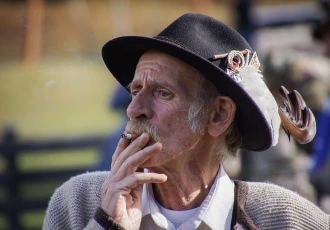 Illustration Un homme fumant une cigarette.
