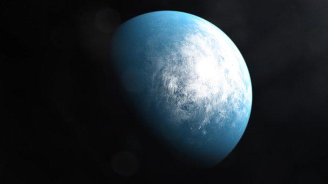 """Vue d'artiste de TOI 700 d, planète découverte dans une """"zone habitable""""."""