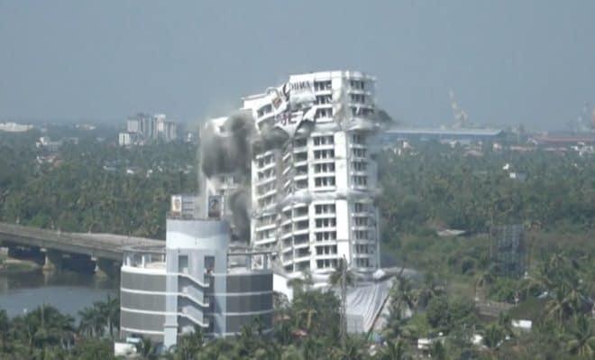 Destruction de deux tours à Kochi (Janvier 2020).