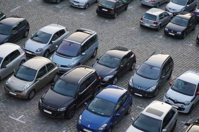 Illustration. Un parking.