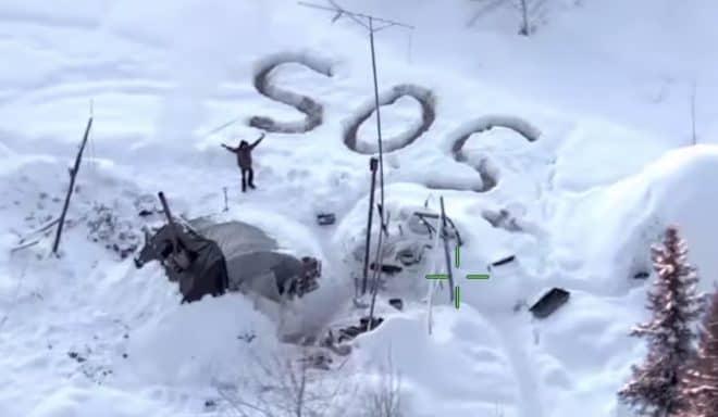 Tyson Steele repéré par un hélicoptère en Alaska.