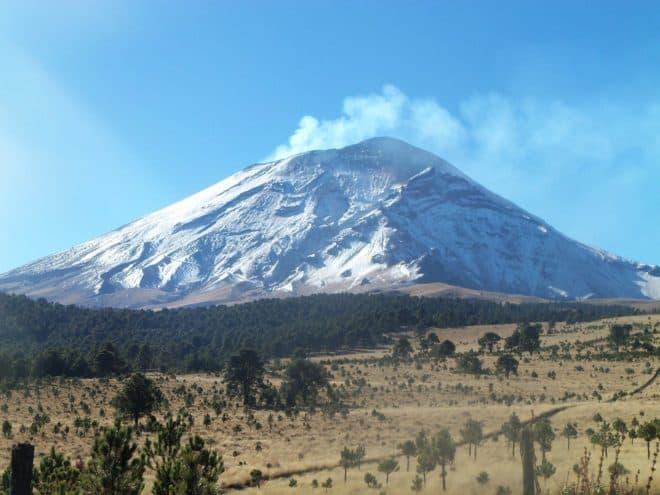 Le volcan Popocatepetl sous la neige, au Mexique.