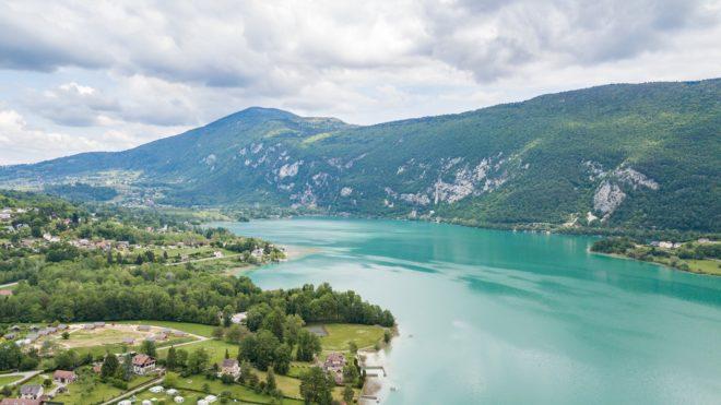 Le lac d'Aiguebelette, en Savoie.