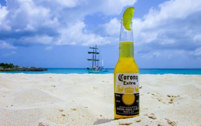 Une bouteille de bière Corona.