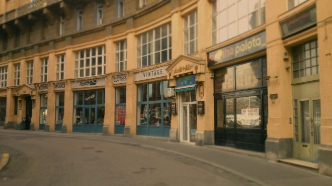 Illustration. Une rue de Budapest.